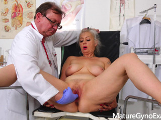 Dirty vaginal check-up of sexy busty Gilf Veronique