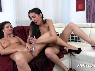 Amanda Estela & Vicky Love