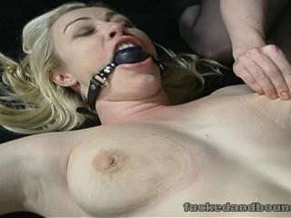 Stuffing the Holes(Adrianna Nicole, Chris Cannon, Nina Hartley)