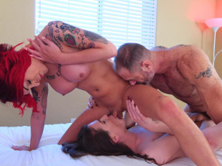 Double Anal Penetration With Hot Male & 2 Hot Trannies