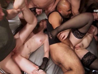 Perfect Babes In Gang Bang Battle