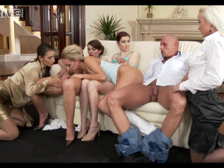 3 Damsels, 2 Hussies & 1 Dirtbag Are Going For Wet Sex - Don't Miss This Piss!