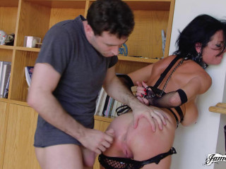 Veronica Avluv - Milf on a leash FullHD 1080p