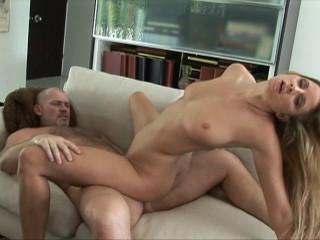 Super hot babe enjoys hardcore sex and eats cum