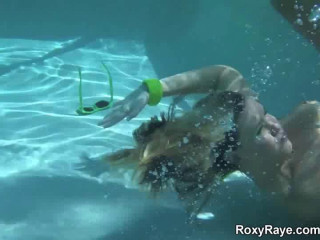 Roxy Underwater Gaping