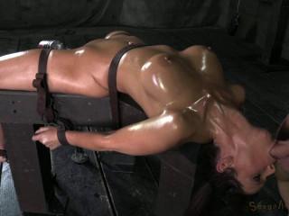 Hot Milf Syren De Mer on a fucking machine