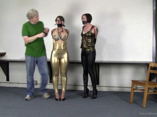 Kitty LaRouge and Elizabeth Andrews : Shiny leggings tickle