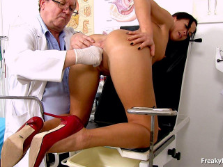 Ronja 28 years femmes gynecology check-up (2016)