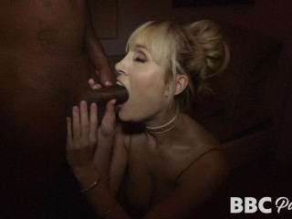 Rich Sex With A Raunchy MILF