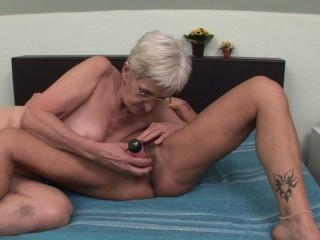 Sexy grannies use sex toy for bigger pleasure