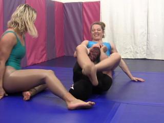 Veve Lane & Sheena - VeVe and Sheena vs The Finisher: 2 vs 1