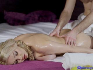 Amber Jayne - Big tits MILF gets massage creampie (2019)