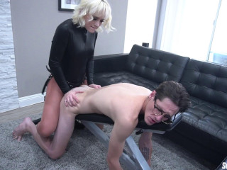 18 Year Old Naomi Nash Seducing Spy Pegging