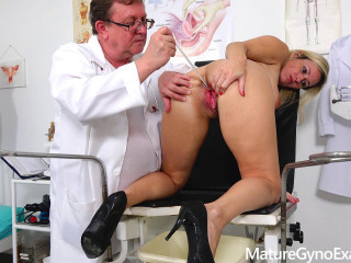 Jenny Smith Real poking machine ejaculation of bashful platinum-blonde Milf in gyno chair