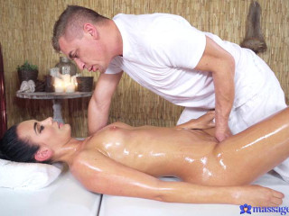 Katie Dee - Tight babe opened up by masseur