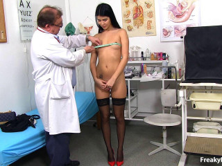 (EC- March 16, 2017) Lady Dee (19 years chicks gynecology exam) 720p