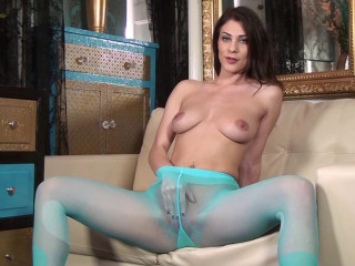 Roxy Mendez - Blue on my pink!