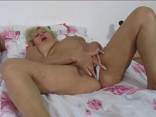 Emma Granny home porn