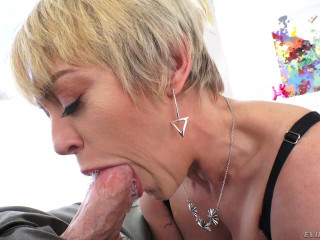 Mature whore fucking deep in the ass