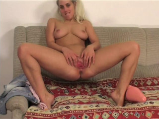 Teenie Ildiko Dildoing