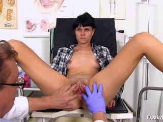 Fleshy twat gyno exam feat. amateur gal Gugu (2017)