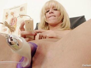 Bella Morgan (27 years girls gyno exam)