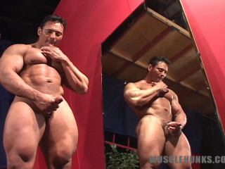MuscleHunks - Rico Romano - Macho Colombiano