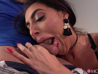 Ava Koxxx - Cheating big tits British Stepmom FullHD 1080p