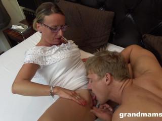 Linda - Horny Mature Secretary