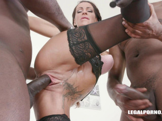 Valentina Sierra Get Pissed On