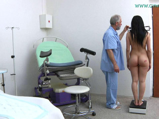 Nicole Enjoy (18 years female gynecology exam)