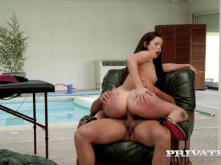 Hotel Maid Enjoys Anal With The Masseur HD
