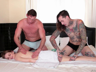 Bi 3-Way: Kinky Fuck Massage & Facial