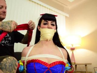 Nyxon - Deflowering Snow White