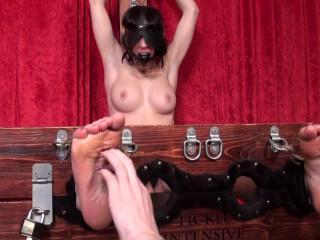 TickleIntensive - Laura's Topless Torture