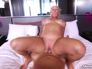 Lila Curvy all natural blonde Milf FullHD 1080p