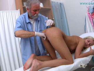 Catherine (19 years chick gynecology exam)