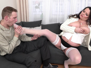 Curvy mature lady vs young man hardcore!