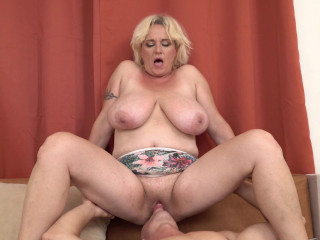 huge tit blonde mature blowed young guys cock full hd