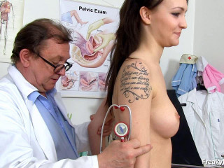Belle Claire (20 years girls gyno exam)