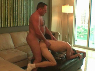 M & I Productions – Daddy Mugs Barebacks Miami (480p)