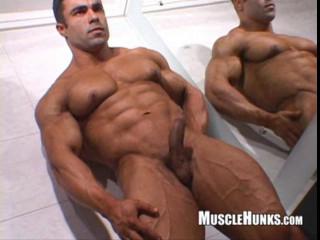 MuscleHunks - Eduardo Correa in Muscle Seduction