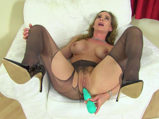 Horny busty milf eve in black lingerie drilling herself with toy
