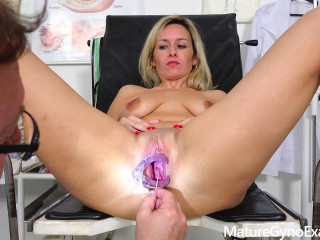 Jenny Smith - Real tearing up machine ejaculation of timid towheaded Cougar in obgyn stool