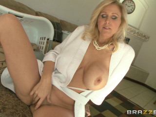 Julia Ann - Stepmom Knows Best