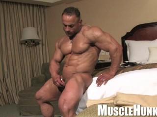 MuscleHunks - Gil dela Cruz
