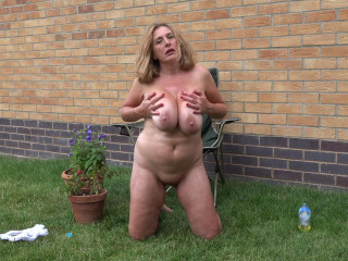 saggy tits mature masturbates outside full hd