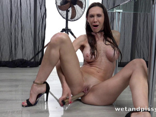 Cynthia Vellons - Dripping Wet