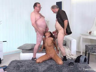 Riana G - Cutie gets old sandwich for help FullHD 1080p