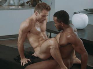 Pheonix Fellington fucks Max Adonis's asshole (720p)
